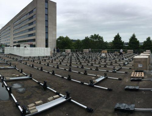 Start van de installatie van drie fotovoltaïsche systemen voor de Reichsuniversität Groningen.
